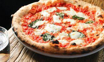 Pizzen und Salate