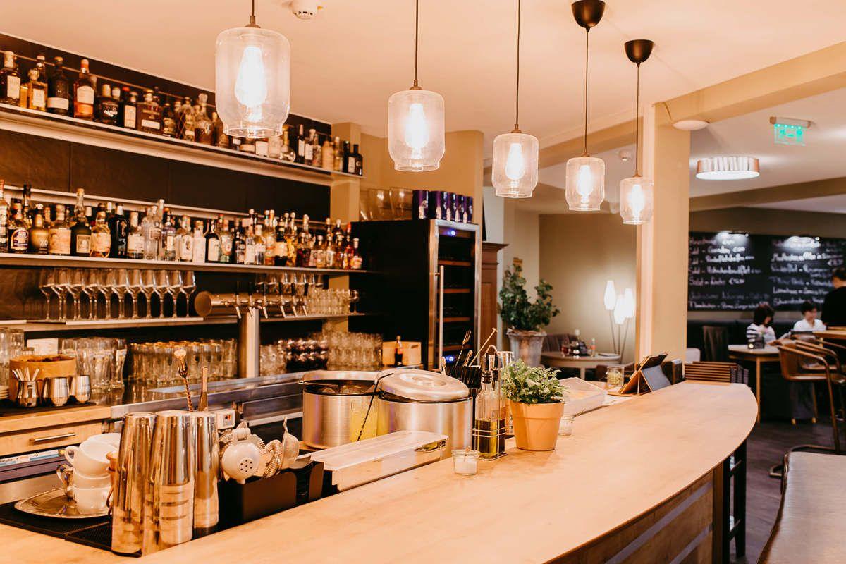 Die Bar und das RestaurantMitglied einer Dating-Agentur