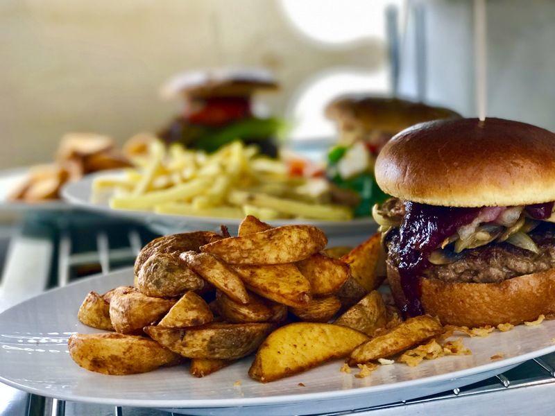 Mittagstischgerichte und die Specials im April