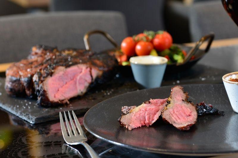 filet-ribeye-flanksteak-josper-grill-hotel-erb-parsdorf-muenchen-ost